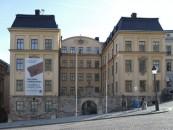 Numismatiska biblioteket finns i Kungl. Myntkabinettet på Slottsbacken 6 i Stockholm.