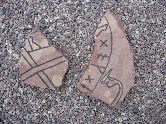 Runstensfragment hittade vid Eds kyrka 1959.