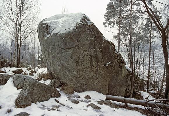 Runblock U 112 Kyrkstigen, Eds sn, Uppland