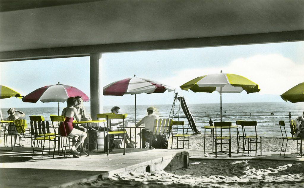 Skreabaren på Skrea strand i Falkenberg. Kolorerat vykort från vykortsförlaget Almquist & Cöster.