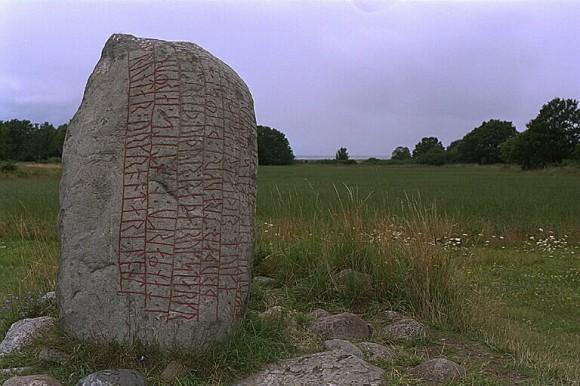 Karlevistenen i Vickleby socken, den första runstenen som publicerades i verket Sveriges runinskrifter.