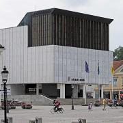 Nyköpings stadshus, uppfört 1962-69, ligger vid Stora torget tillsammans med andra offentliga byggnader från olika tider. Byggnadens offentliga funktion, den höga arkitektoniska ambitionen och de högkvalitativa materialen gör att byggnaden kan dominera och samtidigt samspela med kulturmiljön kring torget.