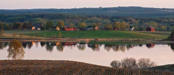 För att kunna ta hänsyn till historiska spår i landskapet måste fornminnesinformationen hanteras på ett effektivt sätt. Mossbergssjön, Ekshärad, Värmland.