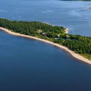 Billudden. Där Uppsalaåsen möter Bottenhavet illustreras hur havet ständigt omformar kustlandskapet.