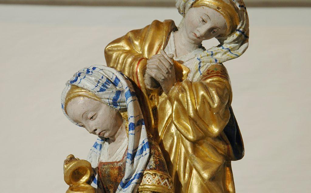 Färgskikt på polykrom träskulptur tillhör en vanlig materialkategori som i Sverige konserveras med MfC.
