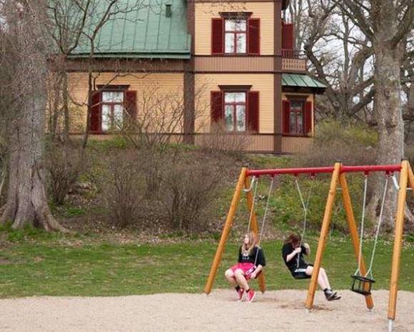 Barn vid Ronneby brunn.