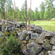 Sten- och trägärdesgård vid Krokshult i Bråbygden, Småland.