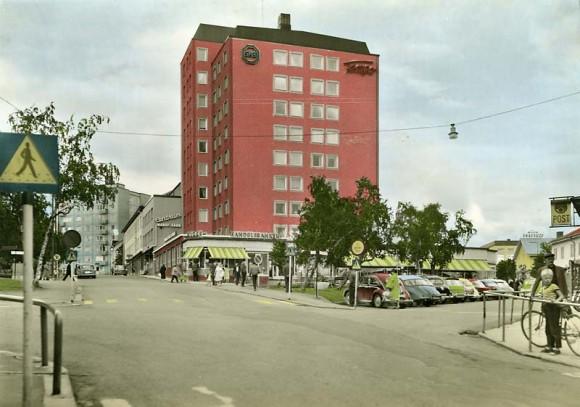 Geologgatan i Kiruna, Lappland, handkolorerat vykort, Almquist & Cöster