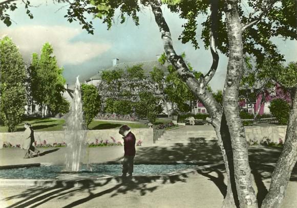 Park i Kiruna, Lappland, handkolorerat vykort, Almquist & Cöster