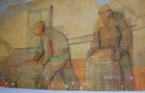 Utropshallen, Kolingsborg. Väggmålningar med hamnarbetarmotiv av Ingemar Callenberg från 1953-54.