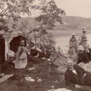 Picknick vid Gullmarn (Gullmarsfjorden) utanför Lysekil 1888.