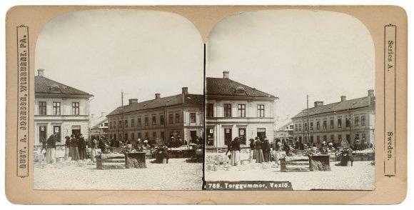 Torghandel i Växjö. Stereofotografi från 1901.