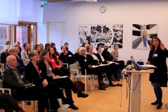 Anne Bjørke från Bymuseet i Bergen berättar om riktlinjer i Norge på ett seminarium om gallring.