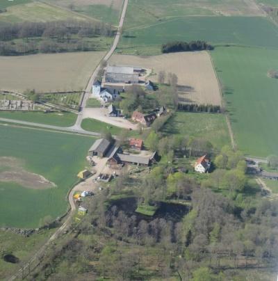 Hela byn är kulturminne av riksintresse. 1600-talsparken ett fornminne.