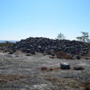 Arkeologstigen sträcker sig från E4 söder om Jävre och upp till Högberget och Lillberget, totalt 7.5 km. Där finns gravrösen, en labyrint, en liggande höna, klapperstensfält och fantastiska utkiksplatser.