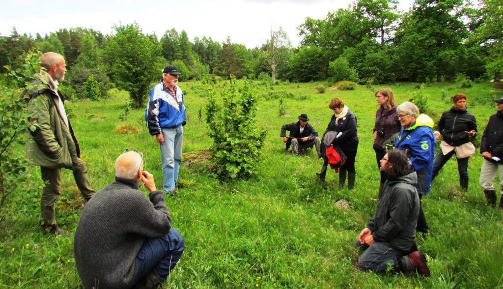 Brukare, tjänstemän och forskare diskuterar biologiskt kulturarv i fält