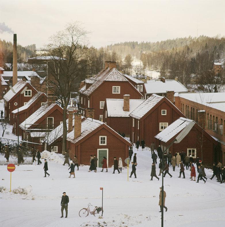 Vy från trähus i Åtvidaberg under tidigt 70-tal.
