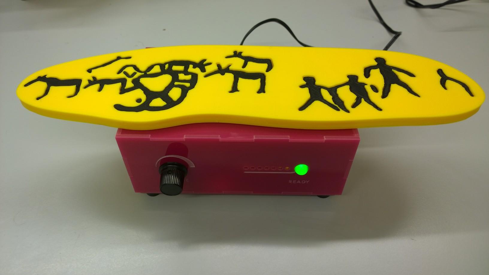 En ljudsatt 3D-modell av hällristningar från Nämforsen. Produkten heter Museum in a Box. Genom ett RFID-chip på undersidan av modellen spelas ett ljudklipp upp, där en guide från Hällristningsmuseet i Nämforsen berättar om ristningarnas innehåll och tolkningar.