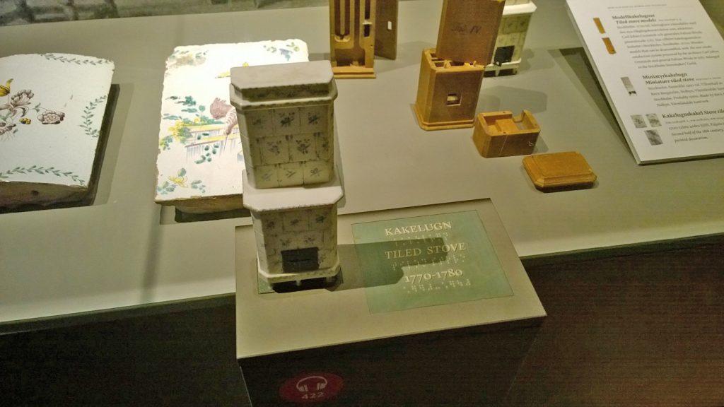 Taktil 3D-modell av en kakelugn på Nordiska museet, Stockholm