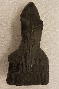 En vikingatida ryttare på häst likt de medeltida spelpjäser som hittats i Lewis, Scotland.
