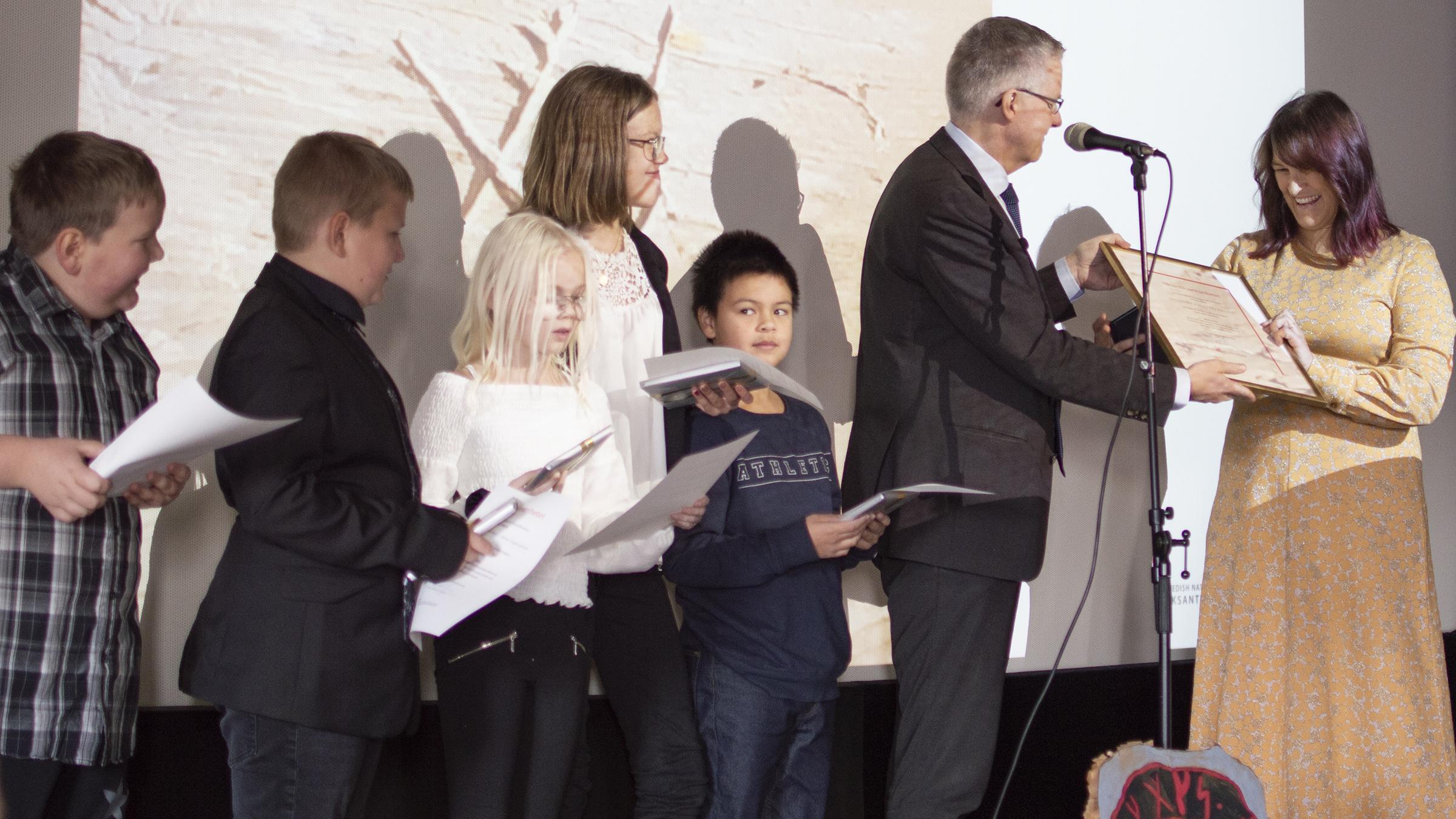 Skolklass löste runornas gåta – får Riksantikvarieämbetets förtjänstmedalj