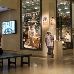 I Sörmlands museums Berättande magasin står människan i centrum och föremålen är sorterade utifrån berättelser, skeenden och människor.