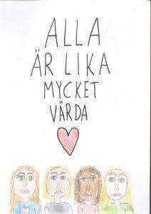 Barnteckning med text: alla är lika mycket värda, ett rött hjärta och fyra ansikten på människor med olika hudfärg och hårfärg