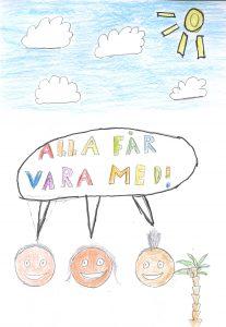 """Barnteckning av sol, blå himmel med moln och glada ansikten, pratbubbla med text """"alla får vara med"""""""